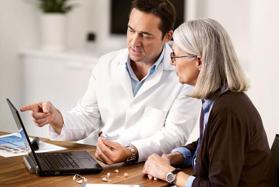 Как да помогнем на близък със слухова загуба