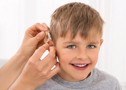 Загуба на слух при бебета и деца